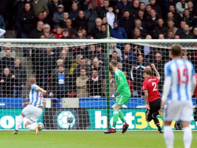 Góc chiến thuật Huddersfield – MU: Cái bóng quá lớn của Pogba - Fellaini 6