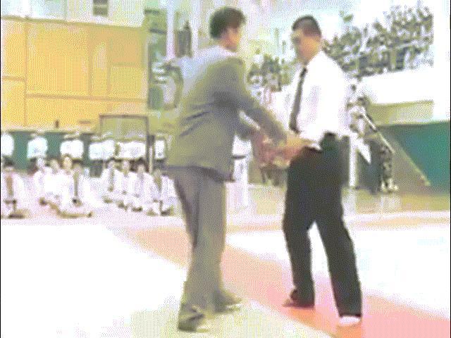 """""""Báo Tây"""" lại ngã ngửa """"võ điện giật"""" Huỳnh Tuấn Kiệt: Fan hả hê 4"""