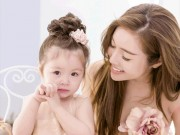 """Hơn 3 tuổi, con gái Elly Trần  """" bắn """"  tiếng Anh cực ngọt"""