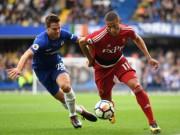 """Chelsea thoát hiểm ngoạn mục nhờ đối phương hóa  """" chân gỗ """""""