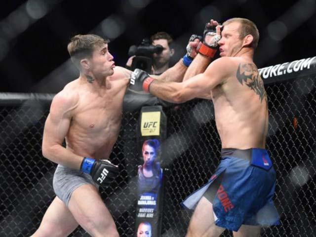 """Rực lửa UFC 118: Ăn chiêu liên hoàn, """"Cao bồi"""" sấp mặt"""