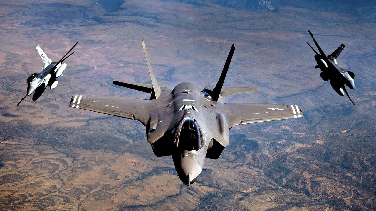 Động thái lạ của Mỹ: Gọi 1.000 phi công nghỉ hưu đi làm - 1