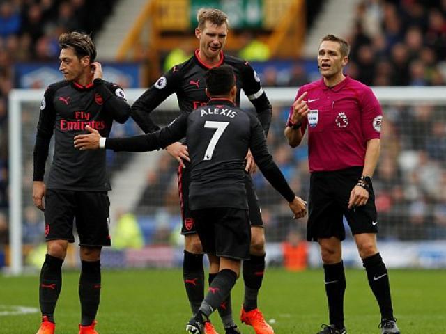 """Arsenal - Norwich: Show diễn dành cho """"Vua bọ cạp"""" Giroud 2"""
