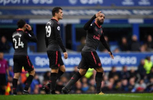 """Chi tiết Everton - Arsenal: Đỉnh cao Sanchez, """"nhát kiếm"""" đau đớn (KT) 25"""
