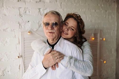 Cụ ông 86 tuổi kết hôn với nữ sinh xinh đẹp nước Nga bây giờ ra sao? - 8