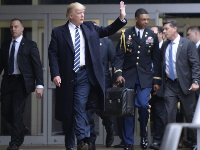 Bí ẩn vali hạt nhân sẽ cùng Tổng thống Mỹ Donald Trump đến Việt Nam