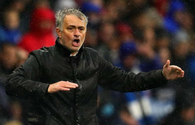"""Tin HOT bóng đá tối 24/10: """"Mourinho nên cho cầu thủ MU ăn đấm"""" 1"""