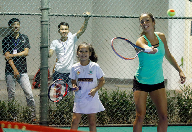 Hoa khôi quần vợt tiếp lửa Hoàng Nam ra quân Vietnam Open 8