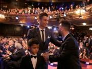 Cầu thủ xuất sắc nhất FIFA 2017: Lại thắng Messi, Ronaldo ngự trị ngôi báu