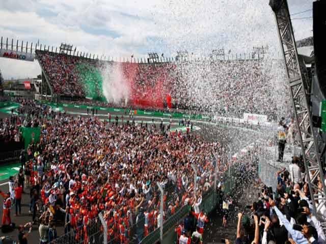 """Đua xe F1: Số 4 may mắn cho """"Mũi tên bạc"""" và """"Viên ngọc đen"""" 7"""