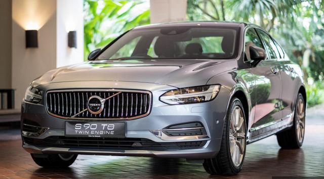 Xe sang Volvo S90 T8 Hybrid có giá từ 2 tỷ đồng