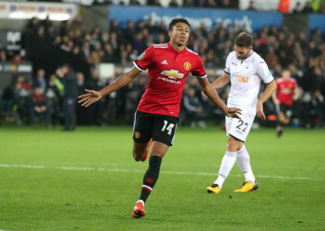 """Swansea - MU: Hai """"phát đạn"""" từ một người hùng (Vòng 4 League Cup)"""
