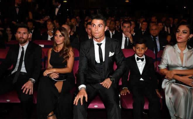 """Sau """"ngôi vua FIFA"""", Ronaldo trở mặt Real, đòi lương ngang Messi - 2"""