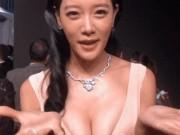 Phim - Người đẹp tốc váy lấn lướt cả Triệu Vy lẫn mỹ nhân ngực khủng