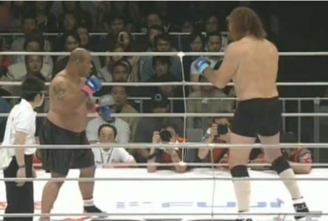 """""""Khổng lồ"""" 2m18, 175kg hạ gục cao thủ sumo: Địa chấn làng võ 1"""