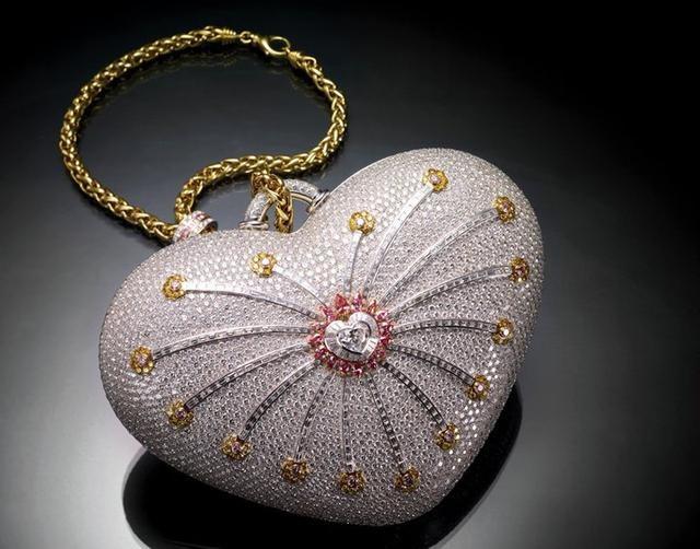 Cận cảnh chiếc ví cầm tay đắt nhất thế giới, nạm 4500 viên kim cương - 2