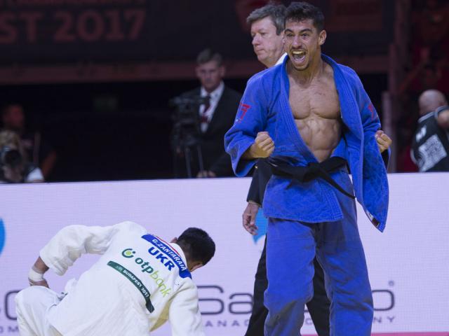 """""""Hoa khôi MMA"""" đẹp số 1 châu Á """"sa lưới tình"""" trai đẹp Brazil 4"""