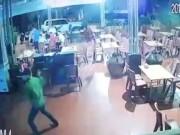 An ninh Xã hội - Bịt mặt, cầm kiếm lao tới truy sát chủ chuỗi quán massage