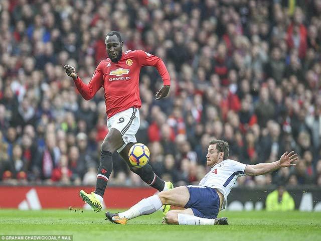Báo Anh: MU và Tottenham cân tài cân sức, khen Martial siêu dự bị 5