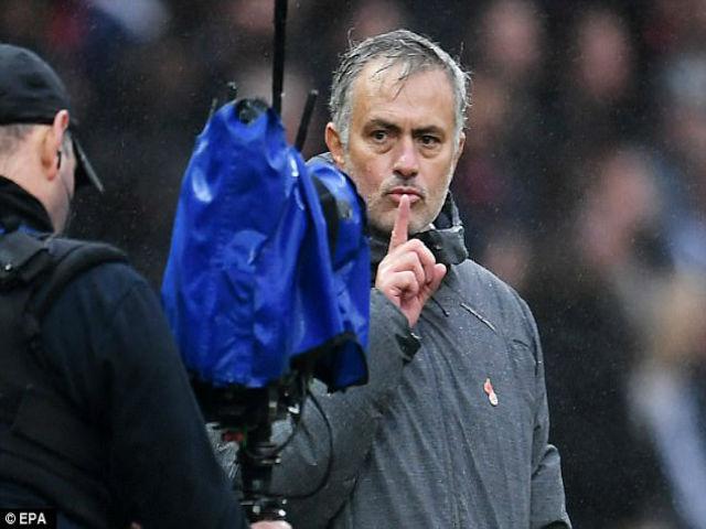 MU – Mourinho chĩa ngón tay: Vẻ đẹp của sự ngang bướng 6