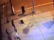 Phi thường - kỳ quặc - Thấy người bị đấm ngã ra đường, dân Mỹ chụp ảnh, cướp bóc