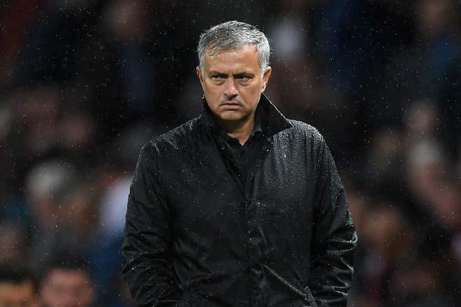 MU – Mourinho chĩa ngón tay: Vẻ đẹp của sự ngang bướng 4