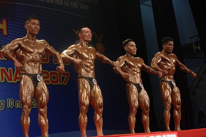 Bụng 6 múi, cơ bắp cuồn cuộn như lực sỹ vô địch thế giới 1
