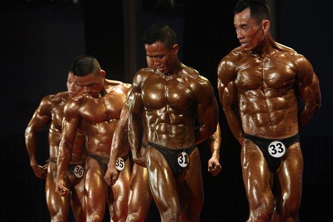 Bụng 6 múi, cơ bắp cuồn cuộn như lực sỹ vô địch thế giới 2