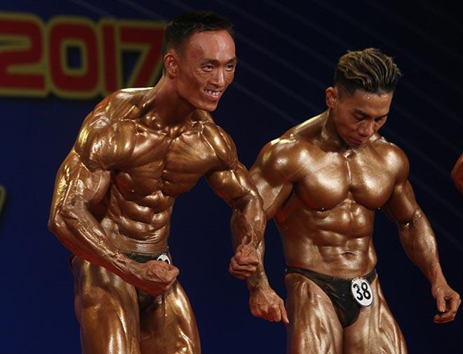 Bụng 6 múi, cơ bắp cuồn cuộn như lực sỹ vô địch thế giới 3