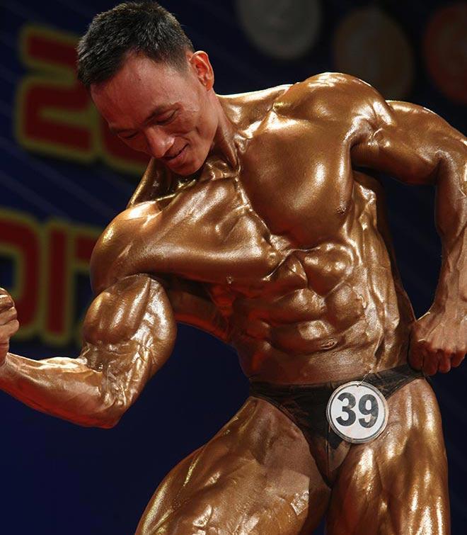 Bụng 6 múi, cơ bắp cuồn cuộn như lực sỹ vô địch thế giới 5