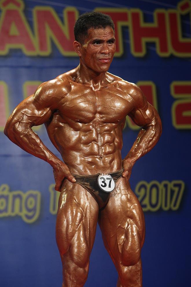 Bụng 6 múi, cơ bắp cuồn cuộn như lực sỹ vô địch thế giới 6