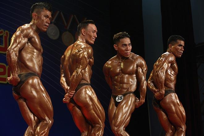 Bụng 6 múi, cơ bắp cuồn cuộn như lực sỹ vô địch thế giới 7