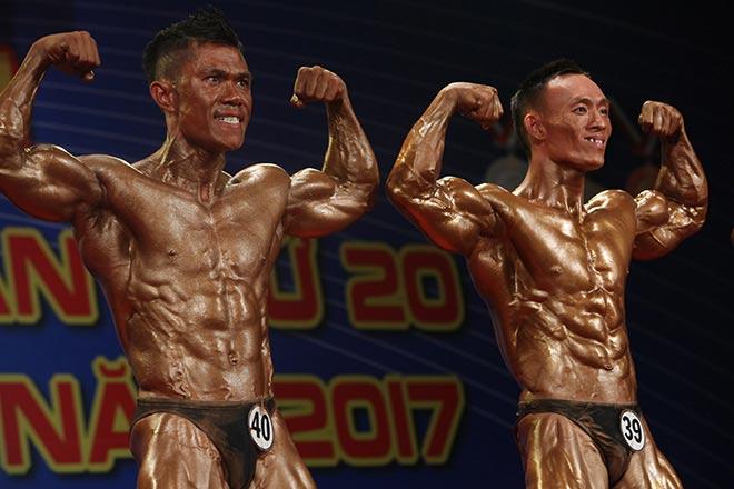 Bụng 6 múi, cơ bắp cuồn cuộn như lực sỹ vô địch thế giới 8