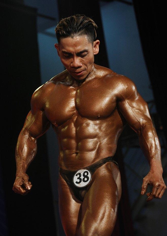 Bụng 6 múi, cơ bắp cuồn cuộn như lực sỹ vô địch thế giới 9