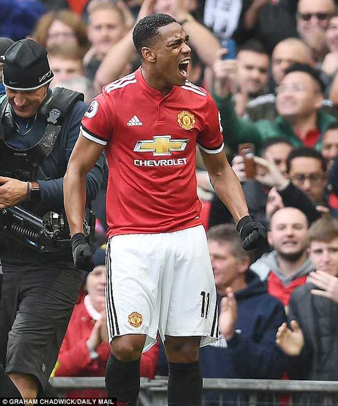 """""""Thánh dự bị"""" MU bắn hạ Tottenham: Martial được gọi là """"quái vật"""" - 1"""