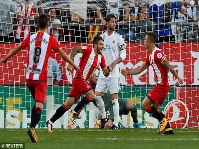 """Thuyết âm mưu: La Liga ép Real, """"biếu"""" chức vô địch giữ chân Barca"""