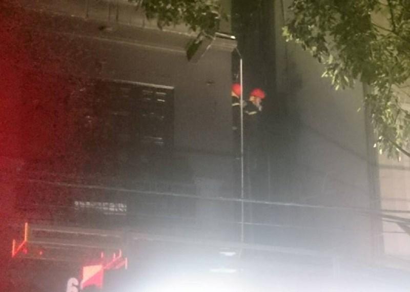 HN: Cháy quán karaoke, 9 xe cứu hỏa nối đuôi dập lửa - 2