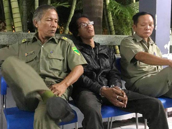 """Kẻ chém kính ô tô ở Sài Gòn khai """"do bị ép xe khi chạy"""""""