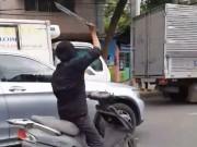 """Tin tức trong ngày - Kẻ chém kính ô tô ở Sài Gòn khai """"do bị ép xe khi chạy"""""""