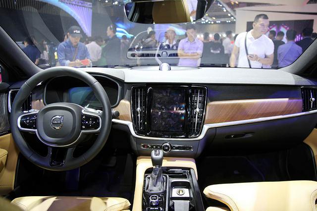 Sedan hạng sang Volvo S90 giá từ 2,4 tỷ đồng ở Việt Nam - 6