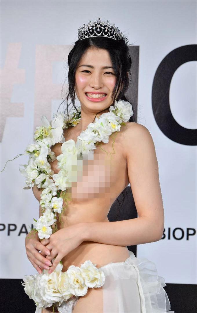 """""""Hoa hậu vòng 1 đẹp"""" Nhật Bản chuộng mốt không nội y mỗi ngày - 1"""