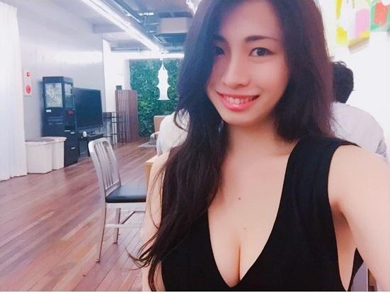 """""""Hoa hậu vòng 1 đẹp"""" Nhật Bản chuộng mốt không nội y mỗi ngày - 9"""