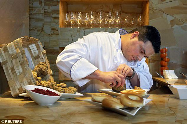 """""""Giật mình"""" với chiếc bánh mì có giá lên tới 22 triệu đồng - 3"""