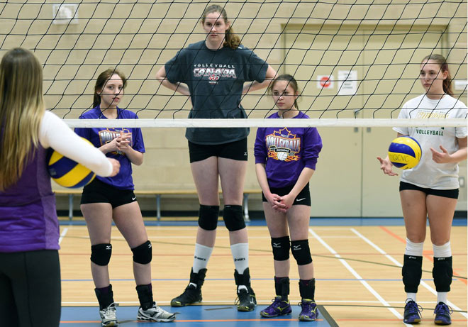 """Nữ """"Khổng lồ"""" bóng chuyền: 16 tuổi, 2m11 """"đè bẹp"""" mọi đối thủ"""