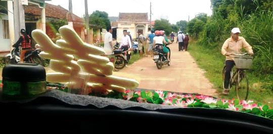 Vụ chặn xe cưới đòi nợ nông thôn mới: Nếu buộc xin lỗi, lãnh đạo thôn sẽ từ chức