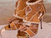 Thị trường - Tiêu dùng - Choáng: Giày cao gót nạm kim cương vàng miếng, giá đắt hơn cả siêu biệt thự