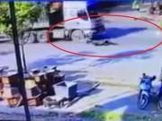 Tin tức trong ngày - Container chèn qua người nam thanh niên sau va chạm
