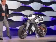 """Thế giới xe - Video: Yamaha Motoroid nhận lệnh chủ nhân như """"thú cưng"""""""