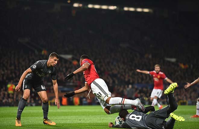 """Rực lửa cúp C1: Messi & Suarez mờ nhòa, Chelsea gây """"động đất"""" 4"""