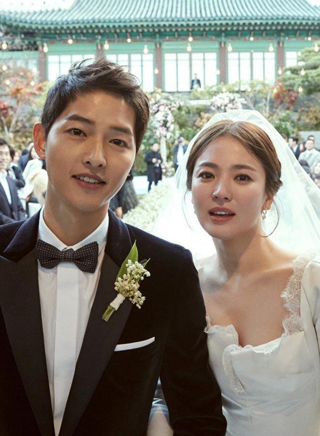 Bộ ảnh cưới đặc biệt của Song Hye Kyo và chồng trẻ